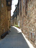 一条街道的看法在Civitella在意大利 库存照片
