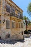 一条街道的看法在Ermoupolis锡罗斯岛,希腊 免版税库存照片
