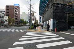 一条街道的看法在Tsukiji鱼市附近的在Tsukiji,东京,日本 库存照片