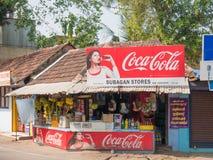 一条街道的角落的一家典型的印度城市商店在阿勒皮 免版税库存图片