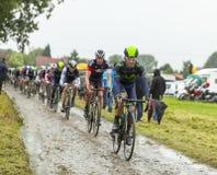 一条被修补的路的环法自行车赛细气管球2014年 免版税图库摄影
