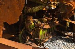 一条被击毁的推者小船的生锈的引擎 免版税库存照片