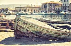 被击毁的小船 免版税库存照片
