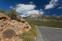 一条路在喀帕苏斯岛,希腊。 免版税库存图片