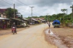一条路的看法在村庄 免版税图库摄影