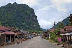 一条路的看法在村庄 库存照片