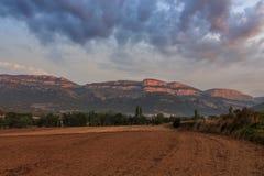 一条路线通过其中一个最佳的地方在国家:Montsec 库存图片