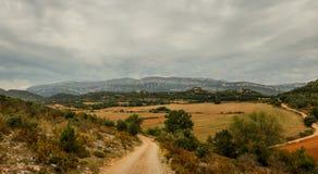一条路线通过其中一个最佳的地方在国家:Montsec 库存照片