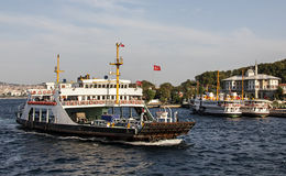 一条轮渡在伊斯坦布尔 免版税库存照片