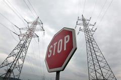 一条输电线的电源杆力量的 库存图片