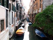 一条运河在威尼斯,意大利 图库摄影