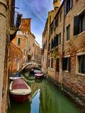一条运河在威尼斯 免版税库存照片