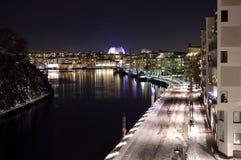一条运河在斯德哥尔摩瑞典的南部 免版税库存图片