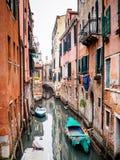 一条运河的五颜六色的照片在威尼斯,意大利 图库摄影