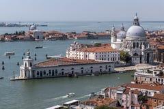 一条运河的看法在威尼斯 库存图片