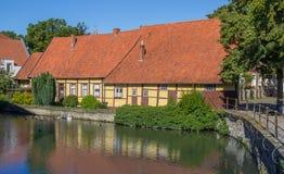一条运河的老房子在施泰因富尔特 免版税库存照片