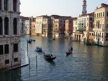 一条运河的风景在威尼斯在一个晴天 库存照片