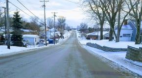 一条邻里路在冬天 库存照片