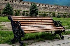 一条长凳在老修道院的围场 图库摄影
