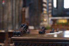 一条长凳的细节在特伦托大教堂里面的 免版税库存图片