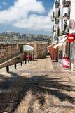 一条静街的全景在佩尼伊斯科拉的老部分的 库存照片