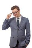 一条领带的年轻人与玻璃 免版税库存照片