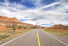 一条风景沙漠路的图片,美国 库存图片