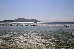 一条风船在波浪海 免版税图库摄影