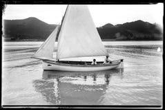 一条风船的老照片在Ria de Zumaia的 库存照片