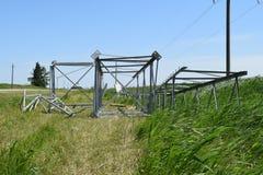 一条高压输电线的建筑 图库摄影