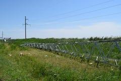 一条高压输电线的建筑 库存照片