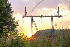 一条高压输电线 免版税库存照片