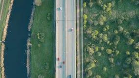 一条高速公路的空中射击在晚上,上面下来观看 库存图片