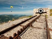 一条齿轨铁路的终点在一座山的上面的与parag的 免版税库存图片