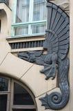 一条龙的浅浮雕在门面大厦的 库存图片
