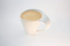 一杯咖啡与泡沫的在一俏丽的杯 图库摄影
