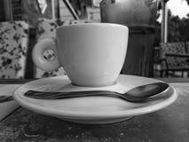 一杯咖啡在咖啡店的 库存照片