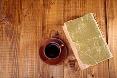 一杯咖啡在桌上的 免版税库存照片