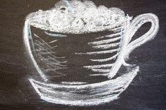 一杯咖啡在白垩被画 免版税库存图片