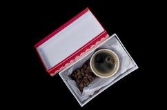 一杯咖啡在礼物盒的 免版税图库摄影