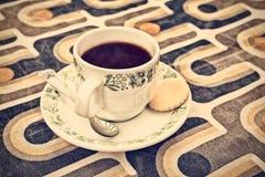 一杯咖啡的减速火箭的被称呼的图象 免版税库存照片