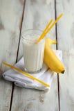 一杯香蕉奶昔 库存照片