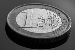 一枚欧洲硬币,黑白 免版税库存图片