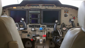 一架双引擎飞机的内部在试验飞行期间的 库存图片