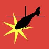 一架爆炸的直升机的剪影 免版税库存照片