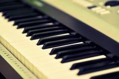 一架电子钢琴的宏观图片 免版税图库摄影
