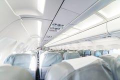 一架空的乘客班机 与行的商用飞机客舱 图库摄影