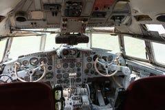 一架老飞机的驾驶舱 免版税图库摄影