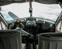 一架老水上飞机的驾驶舱的细节 免版税库存图片