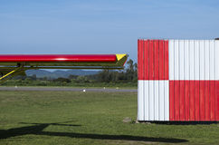 一架超轻型的飞机的红色翼 免版税图库摄影